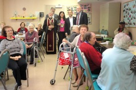 Mayor Sinanyan visits Assisted Living Facility residents in the activity room during Archpriest Fr. Hovsep Hagopian's Bible study session
